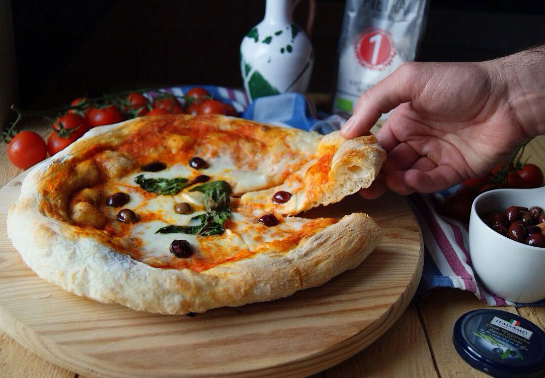 La Credenza Pizzeria : Da gigino l università della pizza dove la bontà si misura in metri