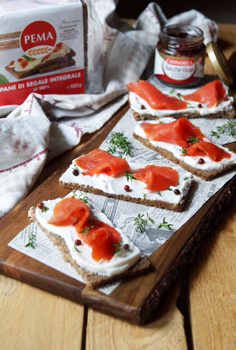 TARTINE LIGHT AL SALMONE